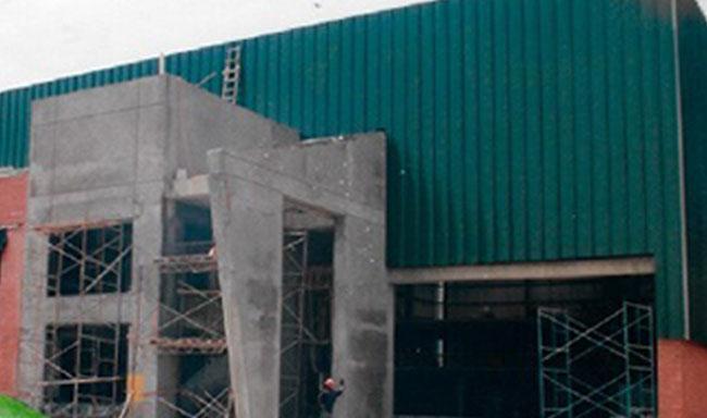 Iniciación del diseño y construcción de la  actual planta.
